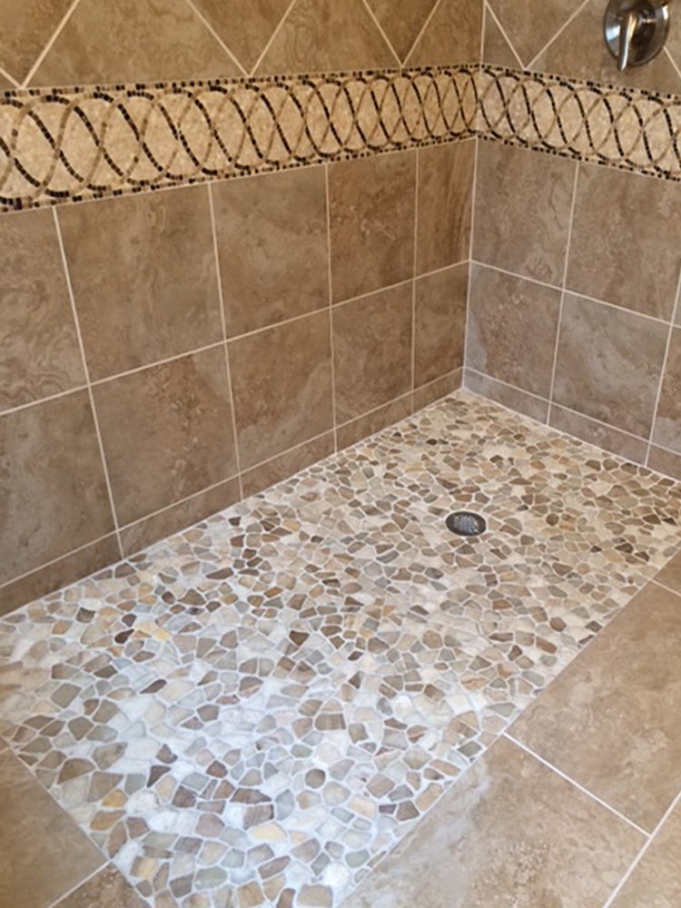 Mixed Quartz Pebble Tile Shower Flooring