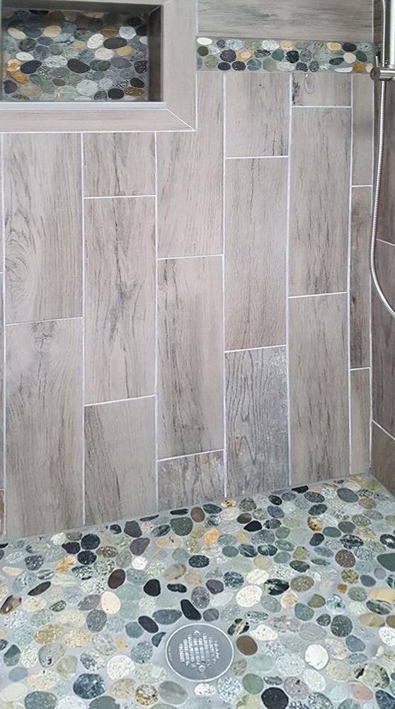 Sliced Bali Ocean Pebble Tile Shower Floor with Niche