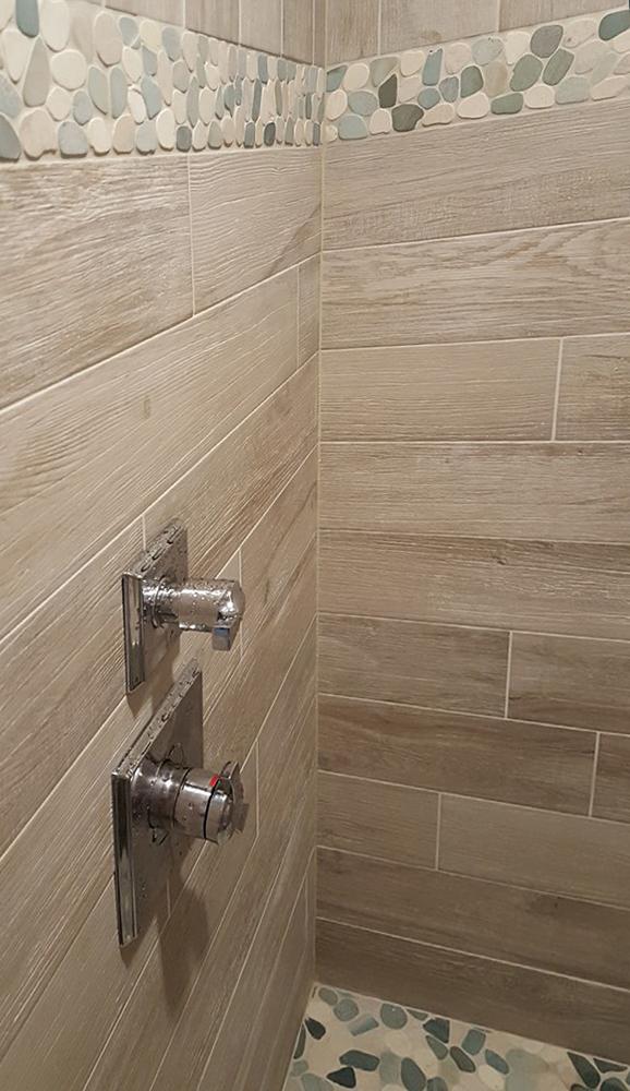 Sliced Green & White Pebble Tile Border Accent Strip