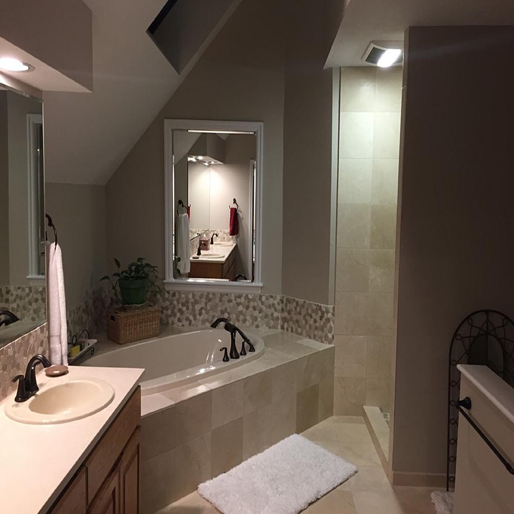 Sliced Tan & White Pebble Tile Bathroom Backsplash