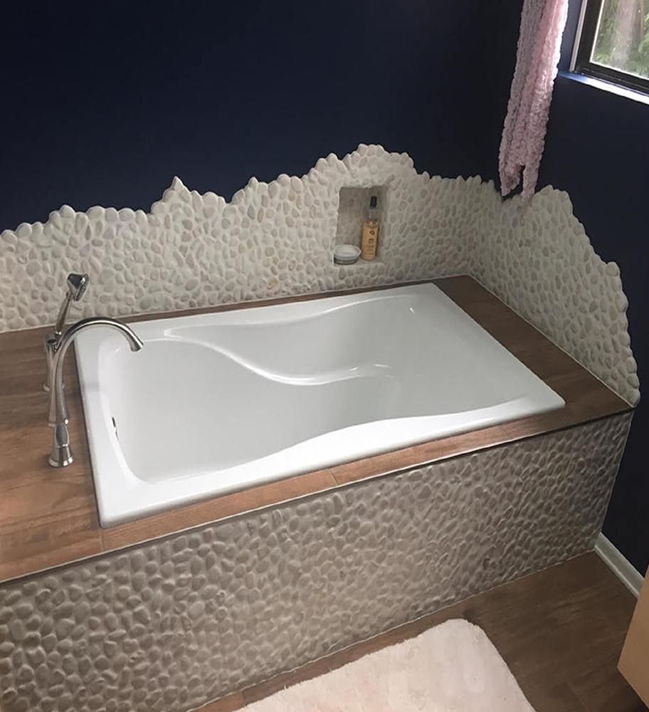 White Pebble Tile Soaking Tub Accents