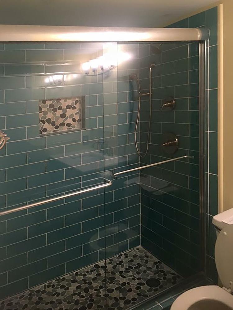 sliced-bali-turtle-pebble-tile-shower-floor-and-niche