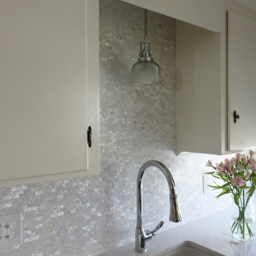 White Groutless Brick Mother Of Pearl Shell Tile
